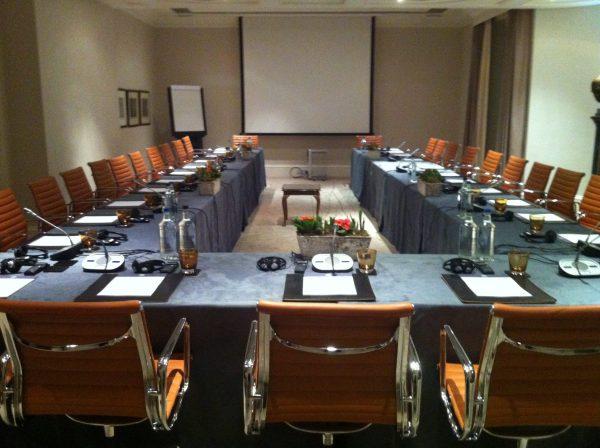 U Shape & Classroom-For Trestle Tables